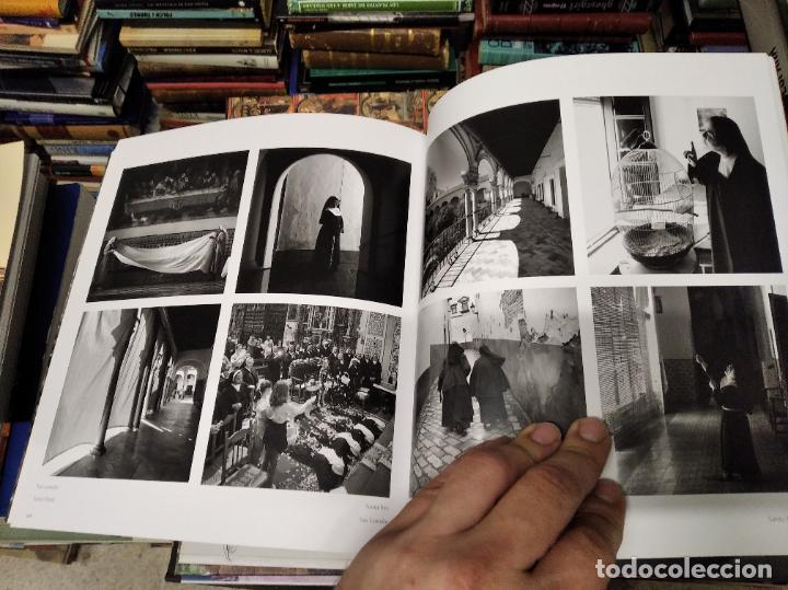Libros de segunda mano: LA VIDA SECRETA DE SEVILLA .FOTOGRAFÍAS Y TEXTO ANTONIO DEL JUNCO . 1ª EDICIÓN 2017 . FOLCLORE - Foto 18 - 219239850