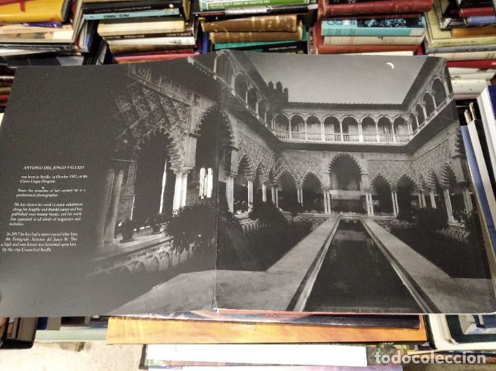 Libros de segunda mano: LA VIDA SECRETA DE SEVILLA .FOTOGRAFÍAS Y TEXTO ANTONIO DEL JUNCO . 1ª EDICIÓN 2017 . FOLCLORE - Foto 22 - 219239850