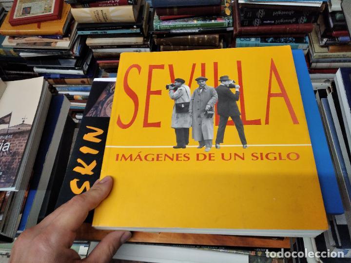 Libros de segunda mano: SEVILLA . IMÁGENES DE UN SIGLO. HOMENAJE AL PERIODISMO GRÁFICO. AYUNTAMIENTO DE SEVILLA. 1995 - Foto 2 - 219600863