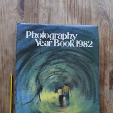 Libros de segunda mano: PHOTOGRAPHY YEAR BOOK 1982 (ING- ALE). Lote 221504672