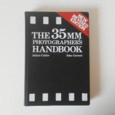 Libros de segunda mano: THE 35 MM PHOTOGRAPHER'S HANDBOOK PAN BOOKS LIBRO EN INGLÉS CON GRÁFICOS Y FOTOS. Lote 231767620