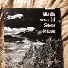 Libros de segunda mano: MAS ALLÁ DEL SISTEMA DE ZONAS, DE PHIL DAVIS. EXCELENTE ESTADO. OMNICON 1995. Lote 232982540