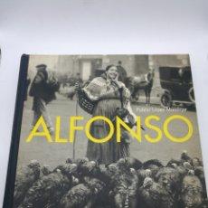 Libros de segunda mano: FOTOGRAFÍAS ALFONSO POR PUBLIO LÓPEZ EDITORIAL LUNWERG. Lote 243560365