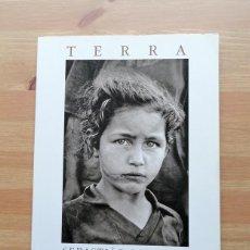 Libros de segunda mano: TERRA - SEBASTIAO SALGADO FOTOGRAFÍA. Lote 245018320