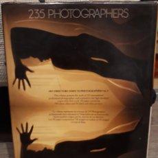 Libros de segunda mano: 235 PHOTOGRAPHERS. ART DIRECTOR'S TO PHOTOGRAPHERS N°5. 1977. Lote 258028765