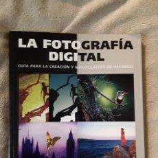 Libros de segunda mano: LA FOTOGRAFÍA DIGITAL, DE TOM ANG. BLUME. CREACIÓN Y MANIPULACIÓN DE IMÁGENES.. Lote 263178775