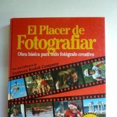 Libros de segunda mano: EL PLACER DE FOTOGRAFIAR.. Lote 269588258