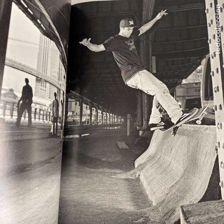 Libros de segunda mano: Libro Full Bleed New York City skateboard photography Tapa dura - Foto 3 - 288189463