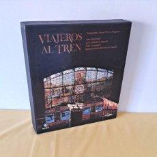 Libros de segunda mano: PUBLIO LÓPEZ MONDÉJAR - VIAJEROS AL TREN, CIEN AÑOS DE FOTOGRAFÍA Y FERROCARRIL - LUNWERG 1988. Lote 289029273