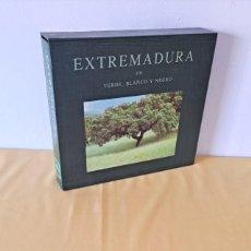 Libros de segunda mano: CEFERINO LOPEZ Y MARIA LUISA MARTINEZ - EXTREMADURA EN VERDE, BLANCO Y NEGRO - 1991. Lote 289029443