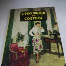 Enciclopedias de segunda mano: LIBRO SINGER DE COSTURA. MARY BROOKS PICKEN. ESPAÑOL. ILUSTRACIONES. VER FOTOS. Lote 207604112