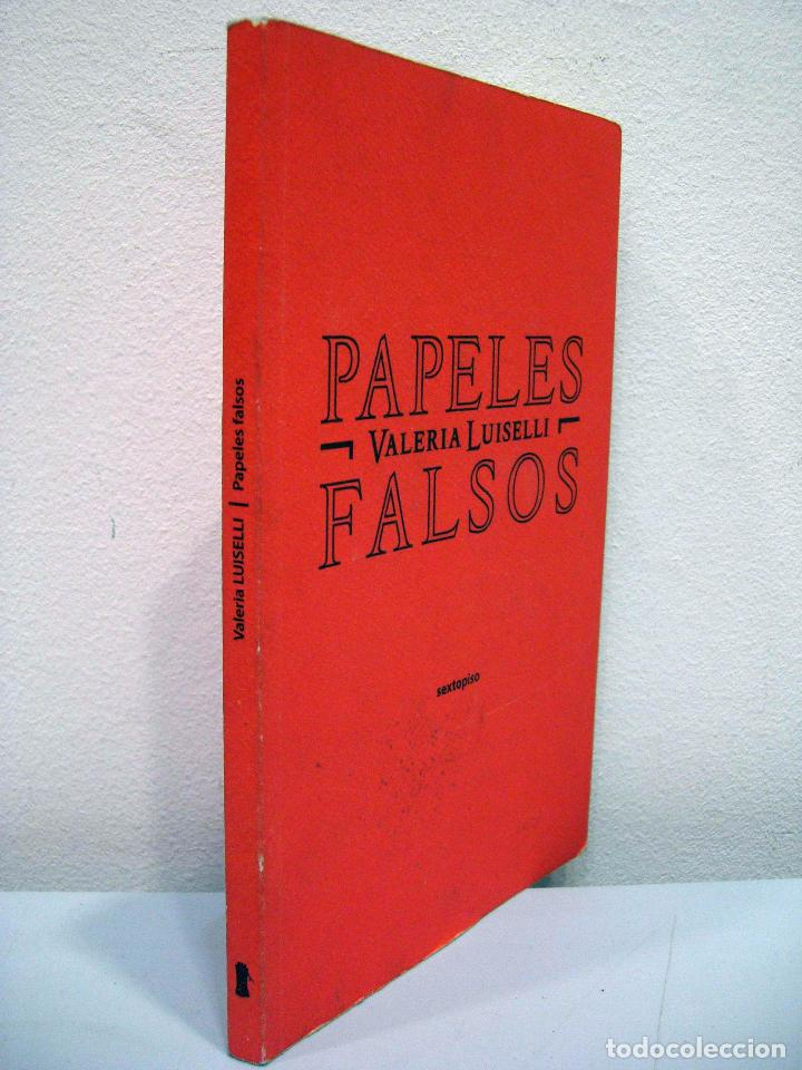 Libros de segunda mano: VALERIA LUISELLI - PAPELES FALSOS. SEXTOPISO, 2013. - Foto 2 - 77157333