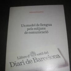 Libros de segunda mano: UN MODEL DE LLENGUA PELS MITJANS DE COMUNICACIO. LLIBRE D'ESTIL DEL DIARI DE BARCELONA. 1987.. Lote 172762687