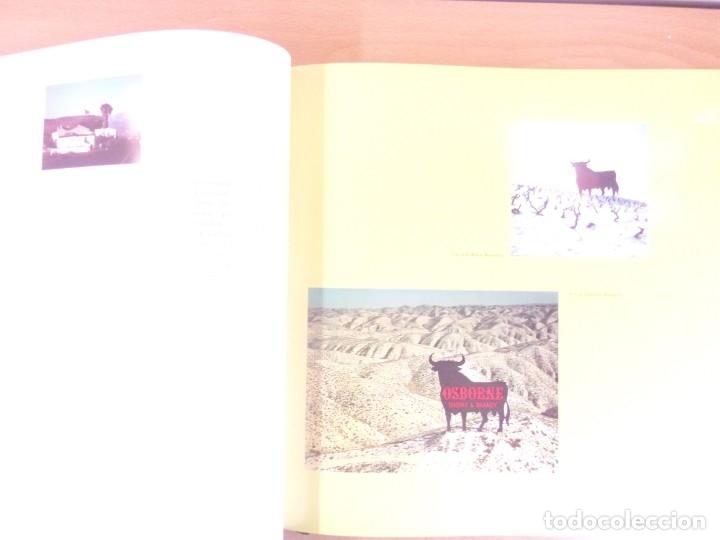 Libros de segunda mano: UN TORO NEGRO Y ENORME. EL TORO OSBORNE: MARC,SÍMBOLO,TÓTEM, IMAGEN UNIVERSAL - Foto 3 - 179949692