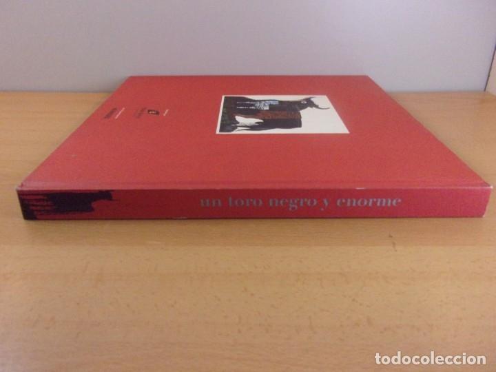 Libros de segunda mano: UN TORO NEGRO Y ENORME. EL TORO OSBORNE: MARC,SÍMBOLO,TÓTEM, IMAGEN UNIVERSAL - Foto 5 - 179949692