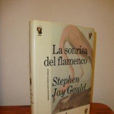 Libros de segunda mano: LA SONRISA DEL FLAMENCO - STEPHEN JAY GOULD - CRÍTICA DRAKONTOS, MUY BUEN ESTADO, RARO. Lote 183910307