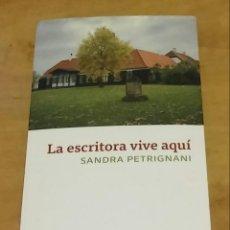 Libros de segunda mano: LA ESCRITORA VIVE AQUÍ. PETRIGNANI, SANDRA. Lote 184775807