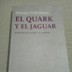 Libros de segunda mano: EL QUARK Y EL JAGUAR. AVENTURAS EN LO SIMPLE Y LO COMPLEJO. MURRAY GELL MANN. 1 ED. FÍSICA. ENSAYO.. Lote 190305303