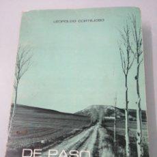 Libros de segunda mano: DE PASO POR LA VIDA. LEOPOLDO CORTEJOSO. VALLADOLID, 1976.. Lote 203778621
