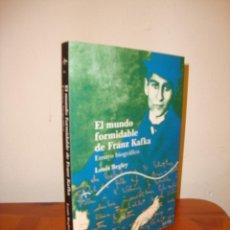 Libros de segunda mano: EL MUNDO FORMIDABLE DE FRANZ KAFKA. ENSAYO BIOGRÁFICO - LOUIS BEGLEY - ALBA TRAYECTOS, COMO NUEVO. Lote 211434779