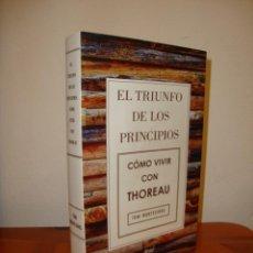 Libros de segunda mano: EL TRIUNFO DE LOS PRINCIPIOS. CÓMO VIVIR CON THOREAU - TONI MONTESINOS - ARIEL, COMO NUEVO. Lote 222616421