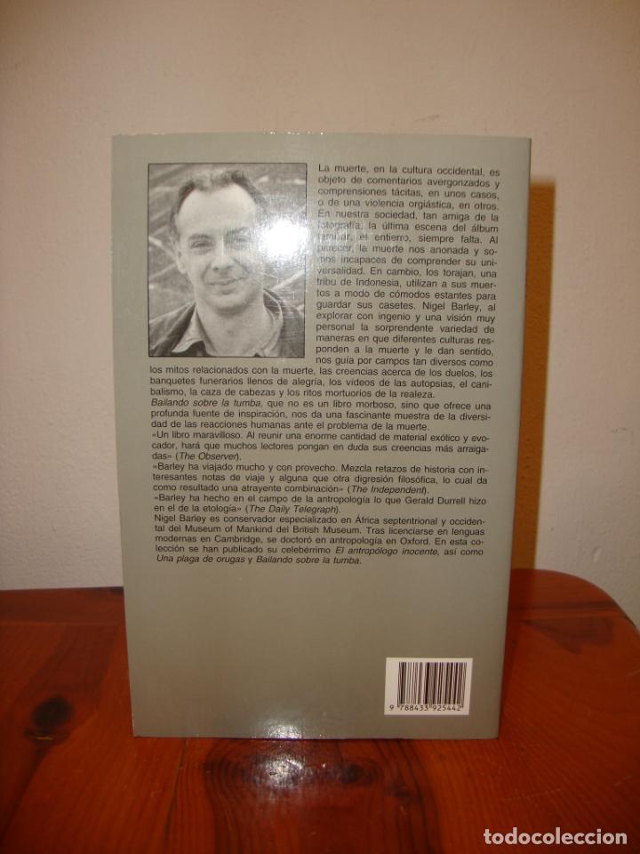 Libros de segunda mano: BAILANDO SOBRE LA TUMBA - NIGEL BARLEY - ANAGRAMA, MUY BUEN ESTADO - Foto 3 - 222617033