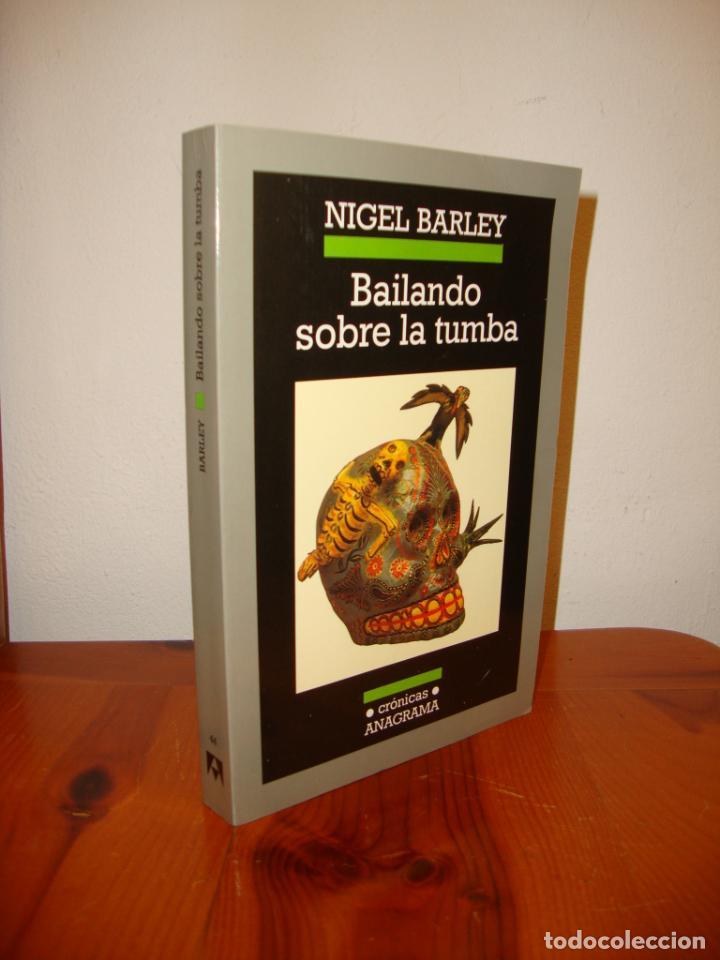 BAILANDO SOBRE LA TUMBA - NIGEL BARLEY - ANAGRAMA, MUY BUEN ESTADO (Libros de Segunda Mano (posteriores a 1936) - Literatura - Ensayo)