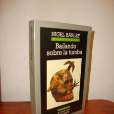 Libros de segunda mano: BAILANDO SOBRE LA TUMBA - NIGEL BARLEY - ANAGRAMA, MUY BUEN ESTADO. Lote 222617033