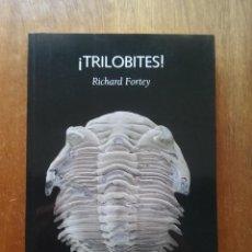 Libros de segunda mano: TRILOBITES, RICHARD FORTEY, TESTIGOS DE LA EVOLUCION, EDITORIAL LAETOLI, 2006. Lote 235372610