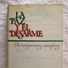 Libros de segunda mano: LA PAZ Y EL DESARME. INVESTIGACIONES CIENTÍFICAS. Lote 237399000