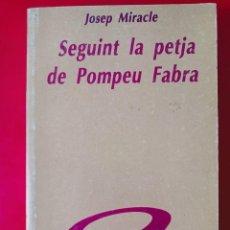 Libros de segunda mano: SEGUINT LA PETJA DE POMPEU FABRA / JOSEP MIRACLE / EDI. EL LLAMP / 1ª EDICIÓN 1989. Lote 252198630