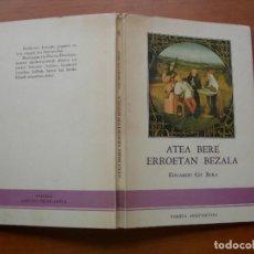 Libros de segunda mano: ATEA BERE ERROETAN BEZALA / EDUARDO GIL BERA. Lote 279449228