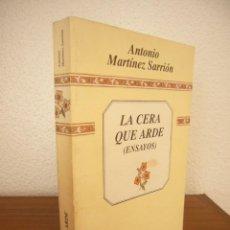 Libros de segunda mano: ANTONIO MARTÍNEZ SARRIÓN: LA CERA QUE ARDE. ENSAYOS (DIPUTACIÓN DE ALBACETE, 1990) PRIMERA ED. RARO.. Lote 293946938