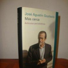 Libros de segunda mano: MAS CERCA. ARTICULOS PERIODISTICOS - JOSE AGUSTIN GOYTISOLO - GALAXIA GUTENBERG, MUY BUEN ESTADO. Lote 295542008