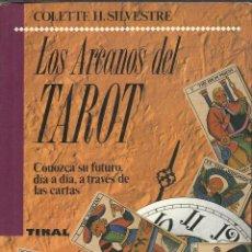 Libros de segunda mano: LOS ARCANOS DEL TAROT LIBRO ILUSTRADO CON 330 PAGINAS . Lote 45822776