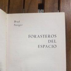 Libros de segunda mano: FORASTEROS DEL ESPACIO,BRAD STEIGER.. Lote 112641863