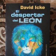 Libros de segunda mano: EL DESPERTAR DEL LEON, DE DAVID ICKE. OBELISCO, 2012. OVNI, TEORÍAS DE LA CONSPIRACION. 1.029 PAG.. Lote 125207991
