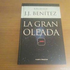 Libros de segunda mano: LA GRAN OLEADA, J.J.BENITEZ, DE PLANETA. Lote 128043770