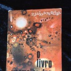 Libros de segunda mano: O LIVRO VERMELHO DOS DISCOS VOADORES - FLAVIO PEREIRA - OVNIS - ILUSTRADO. Lote 168468769