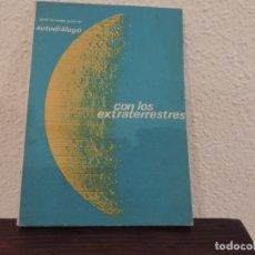 Libros de segunda mano: CON LOS EXTRATERRESTRES (JULIÁN FERNÁNDEZ GUTIÉRREZ ) EDITORIAL FERCAS. Lote 177858519