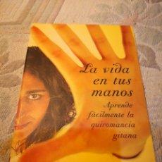 Libros de segunda mano: LA VIDA EN TUS MANOS APRENDE FACILMENTE LA QUIROMANCIA GITANA - MERCEDES PORRAS ENVÍO CERTIF. 6,99. Lote 177952719