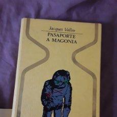 Libros de segunda mano: PASAPORTE A MAGONIA, DE JACQUES VALLEE. OTROS MUNDOS, ILUSTRADA (OVNIS, UFOLOGÍA) EXCELENTE ESTADO. Lote 180108076