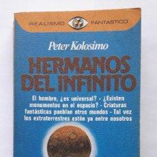 Libros de segunda mano: HERMANOS DEL INFINITO, PETER KOLOSIMO. (1ª EDICIÓN ENERO 1981, REALISMO FANTÁSTICO Nº 85).. Lote 183433880