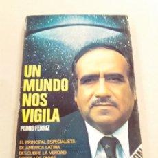 Libros de segunda mano: UN MUNDO NOS VIGILA PEDRO FERRIZ UFOLOGIA OVNIS. Lote 213591337