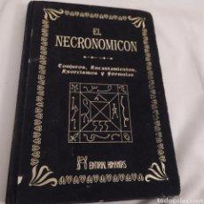 Livres d'occasion: EL NECRONOMICON CONJUROS ENCANTAMIENTO EXORCISMOS Y FÓRMULAS 210 PÁGINAS TAPA DURA TERCIOPELO. Lote 226832195