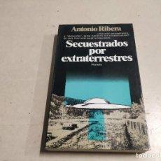 Libros de segunda mano: SECUESTRADOS POR EXTRATERRESTRES - ANTONIO RIBERA - 1ª EDICIÓN - UFOLOGÍA. Lote 221698586
