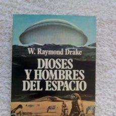Libri di seconda mano: DIOSES Y HOMBRES DEL ESPACIO / W.RAYMOND DRAKE. Lote 222126493