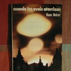 Libros de segunda mano: CUANDO LOS OVNIS ATERRIZAN, HANS HOLZER, 19.8 X 13.7 X 02. Lote 225603695