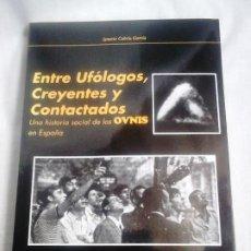 Libros de segunda mano: ENTRE UFÓLOGOS, CREYENTES Y CONTACTADOS - IGNACIO CABRIA GARCÍA - CUADERNOS DE UFOLOGÍA, 1993 / OVNI. Lote 251894855