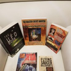 Libros de segunda mano: LOTE DE 5 MÍTICOS LIBROS EN INGLES SOBRE UFOLOGÍA - MUY RAROS - OVNIS - EXTRATERRESTRES - UFOS. Lote 274428793